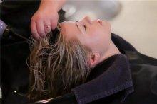 梦见洗头发是什么意思 梦见洗头发周公解梦