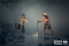 梦见别人抓鱼有什么说法 梦见别人抓鱼周公解梦